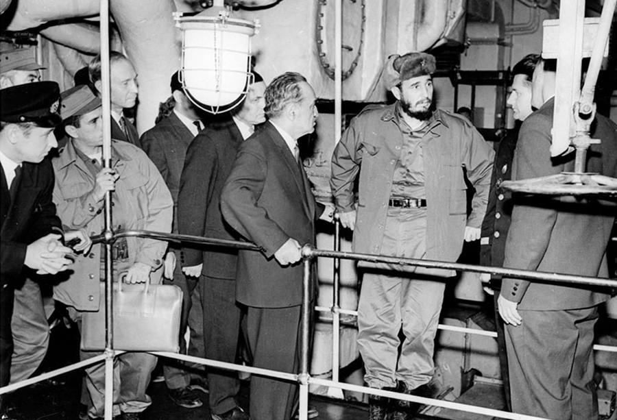Castro na sala de máquinas do quebra-gelo Lênin