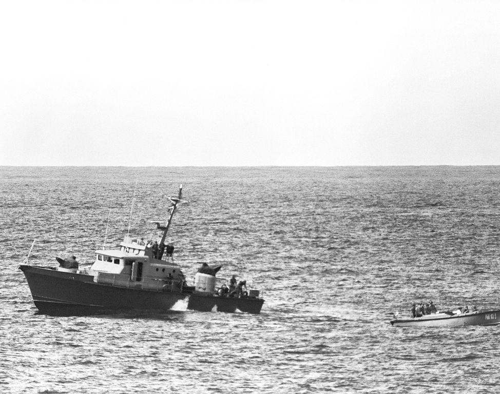 Vista de la proa de babor de un barco patrullero cubano Proyecto 1400 1984.