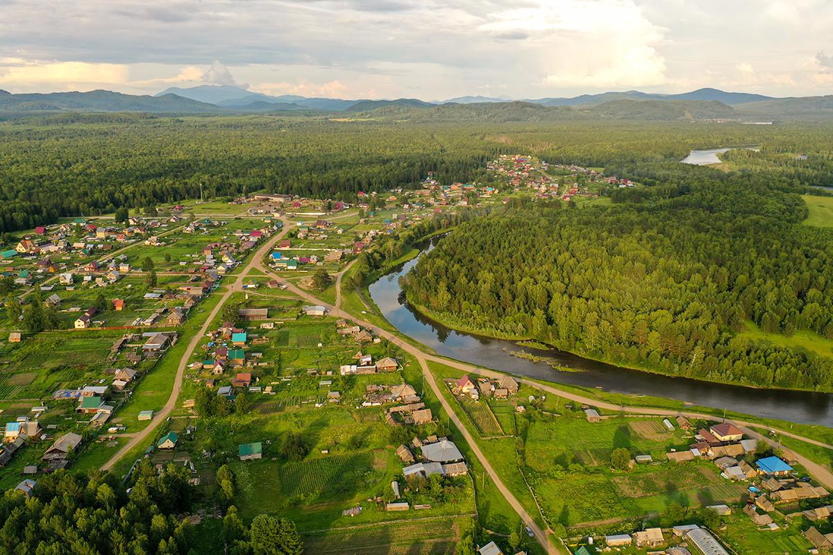 Гледка към село Петропавловка в Красноярския край
