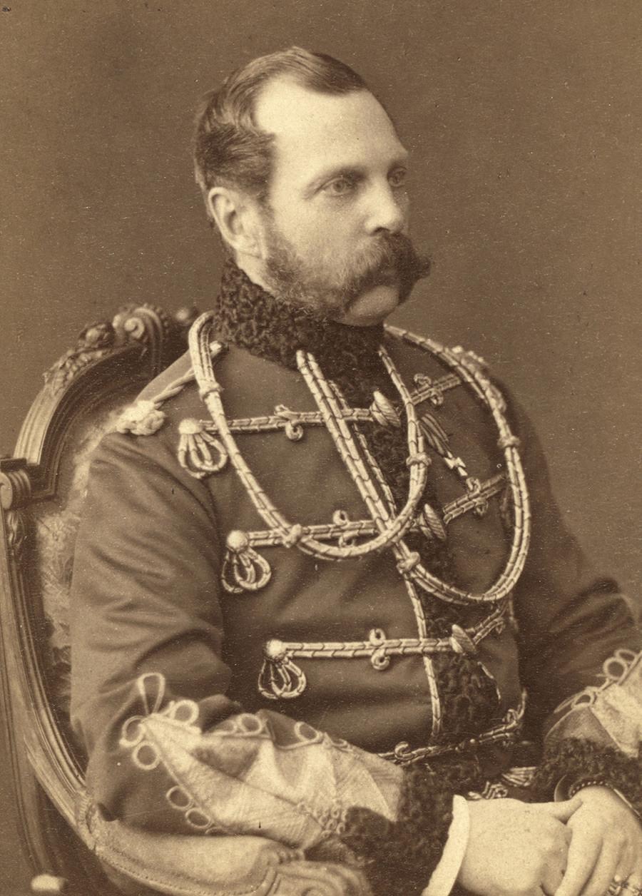 Около 1754 г. Портрет на Александър II (1818-1881), руски цар от 1855 г., във военна униформа.