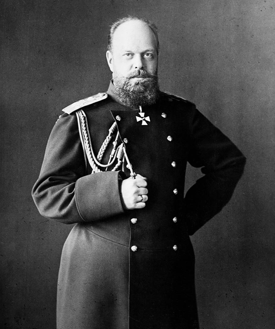 Портрет на Александър III (1845-1894), руският цар, който наследява престола след убийството на баща си и отменя реформите, започнати от него.
