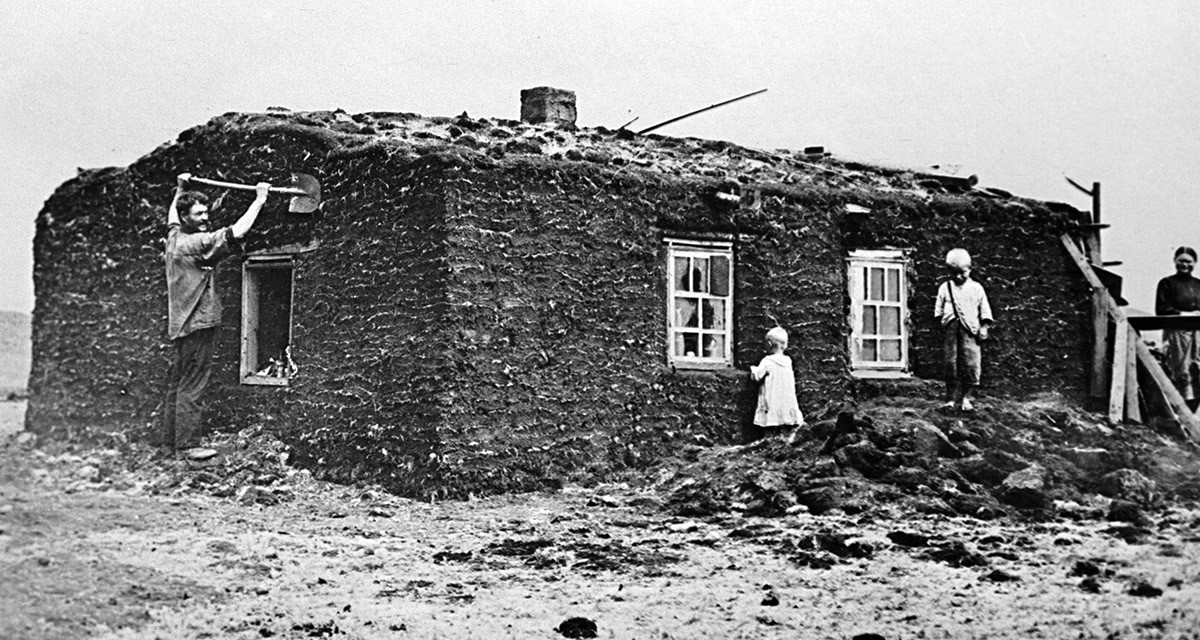 Abrigo onde viviam os primeiros construtores de Magnitogorsk. 1929.