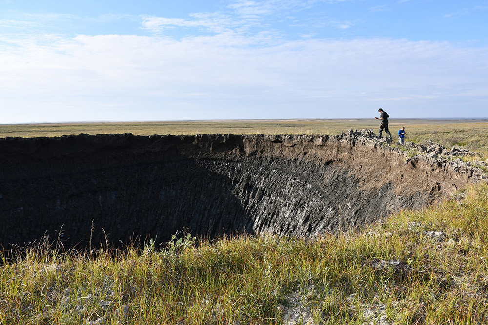 In August 2020, the RAS Institute of Oil and Gas Problems, supported by the local Yamal authorities, conducted a major expedition to the new crater. Skoltech researchers were part of the final stages of that expedition.