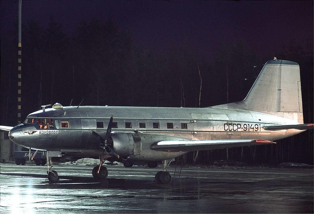 Il-14 de Aeroflot en el aeropuerto de Arlanda (Estocolmo, Suecia).