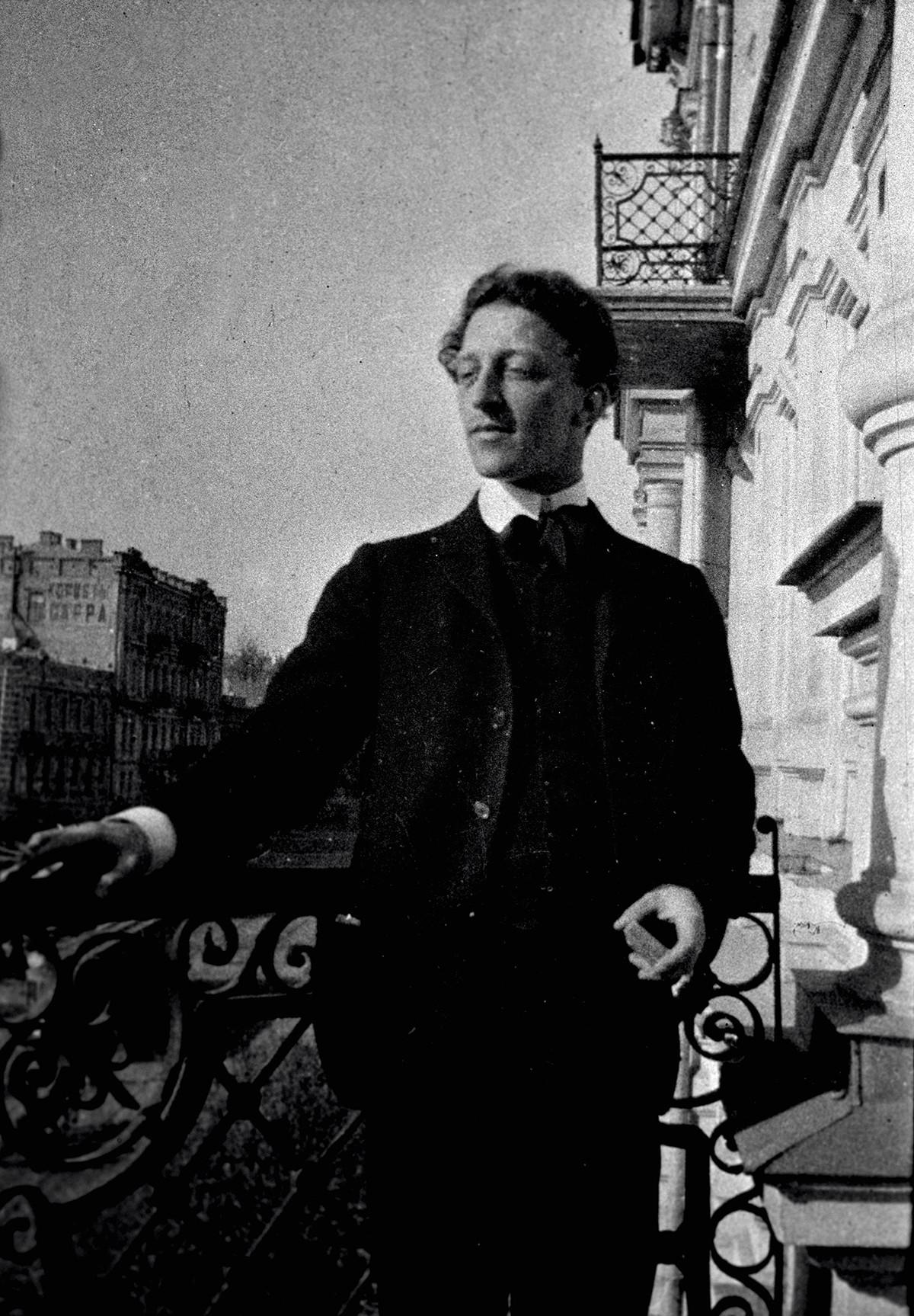 Blok (1880-1921) em foto de 1907, em Kiev.