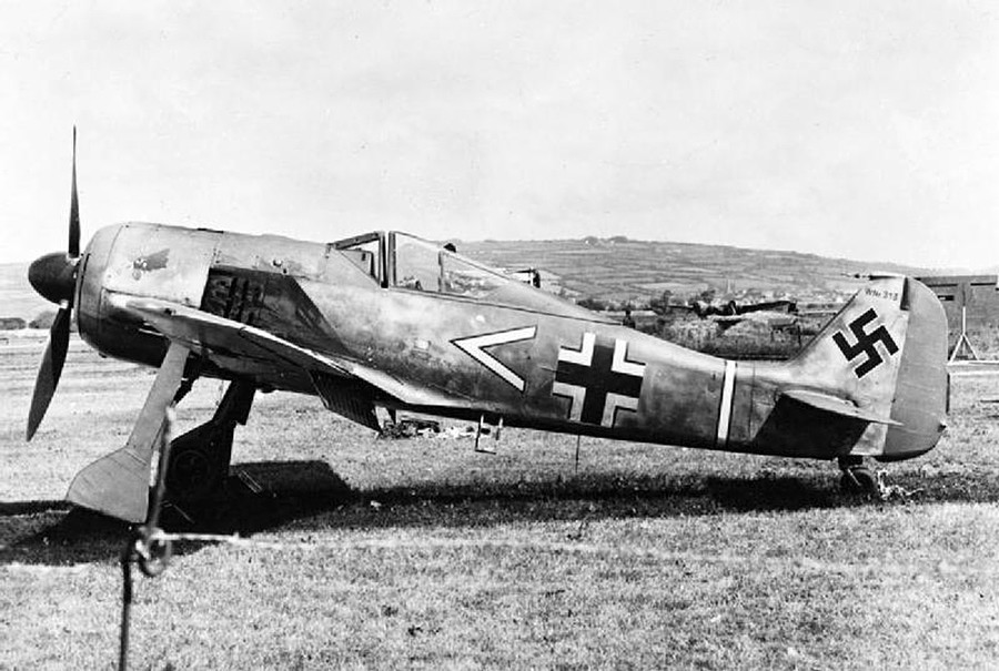Германски Focke-Wulf Fw 190 A кој во јуни 1942 година по грешка слетал во Британија.