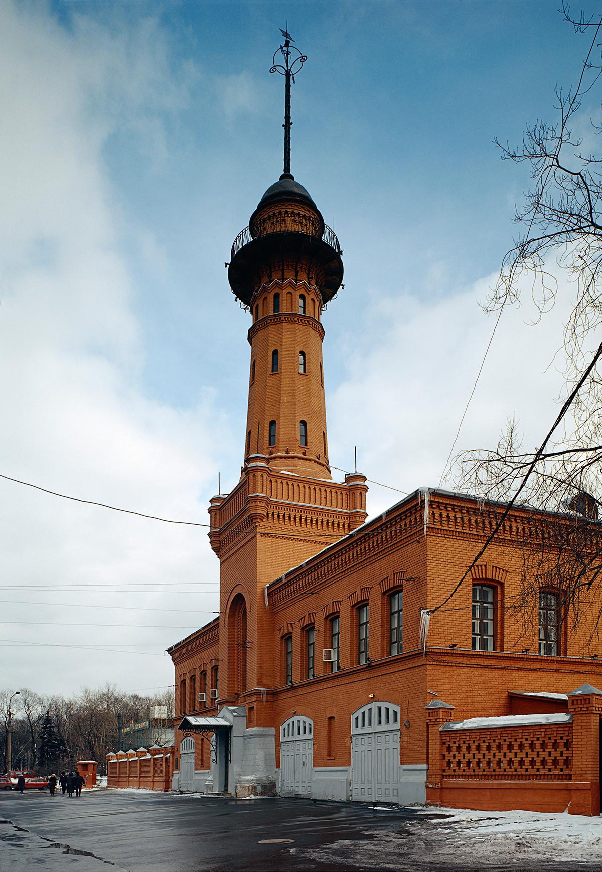 La vecchia torre di guardia dei pompieri a Sokolniki