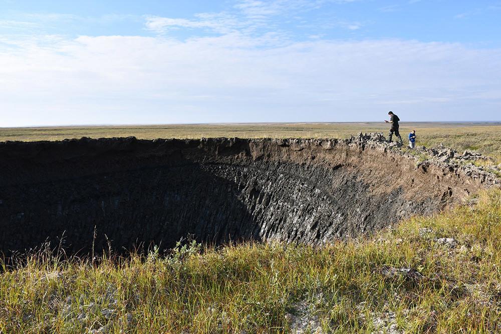 Nell'agosto 2020 l'Istituto di ricerca sul petrolio e il gas dell'Accademia Russa delle Scienze, sostenuto dalle autorità locali della penisola dello Yamal, ha organizzato una spedizione nel cratere. Alle fasi finali della spedizione hanno partecipato anche i ricercatori Skoltech