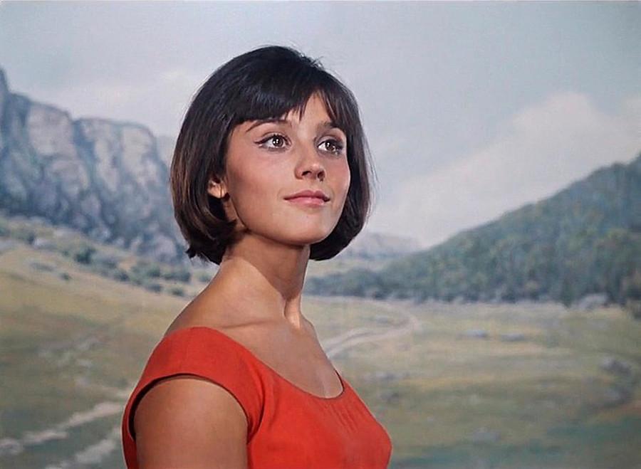 「コーカサスの女虜」に主役を演じたナタリア・ヴァルレイ