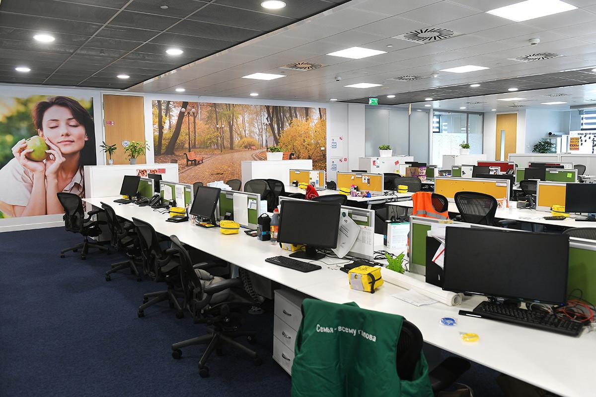 Le scrivanie vuote dell'ufficio di Unilever