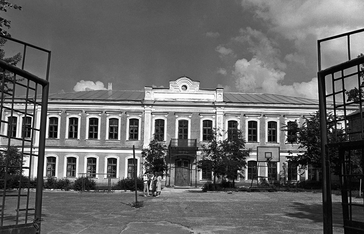 Здание мужской гимназии в Ельце, где учился И. Бунин, Липецкая область