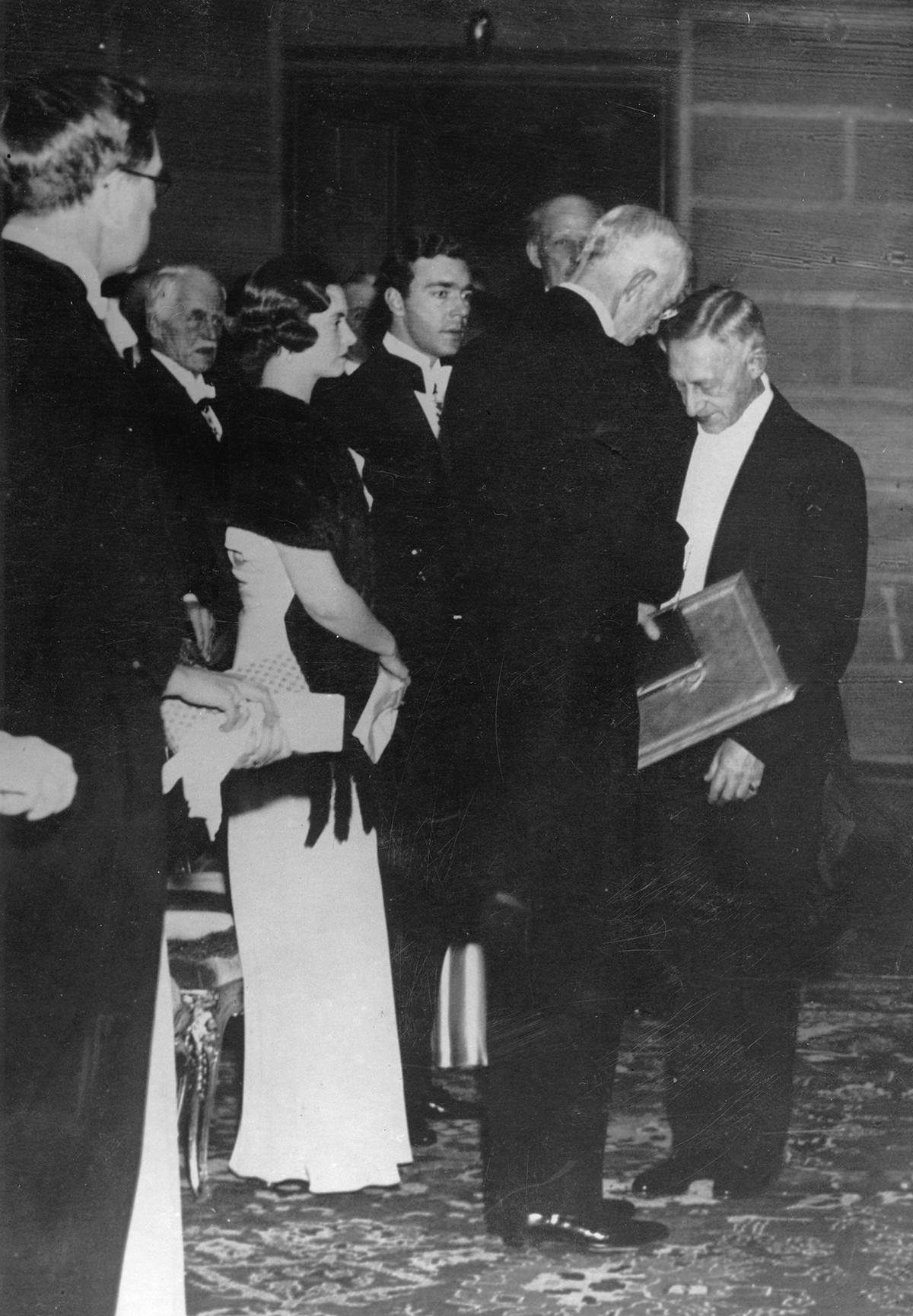 Иван Бунин на вручении Нобелевской премии по литературе