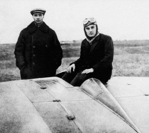 Конструктор Борис Черановски и пилот Сергеј Корољов, 1929. Сергеј Павлович Корољов ће нешто касније послати првог човека у свемир.