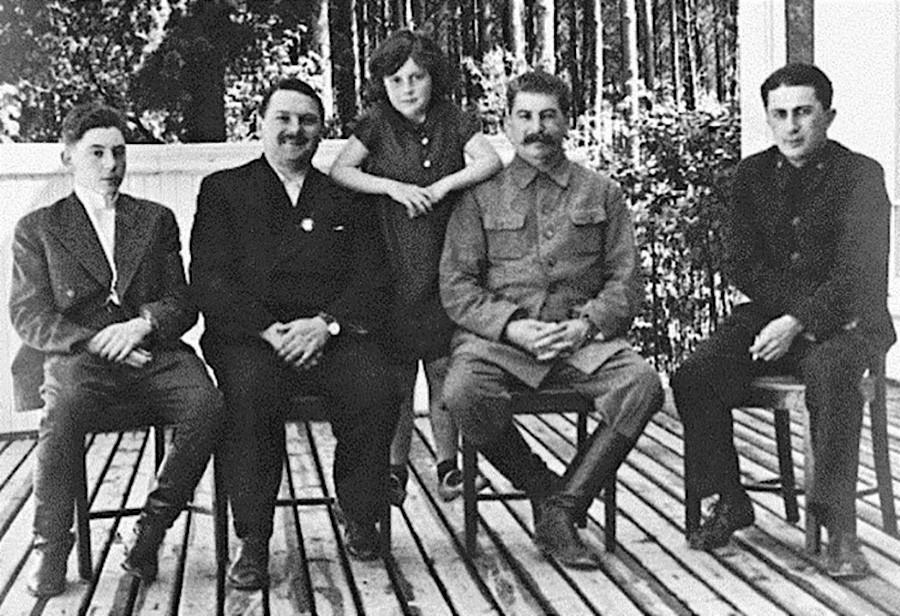 A destra, Yakov Dzhugashvili, con il padre Joseph Stalin