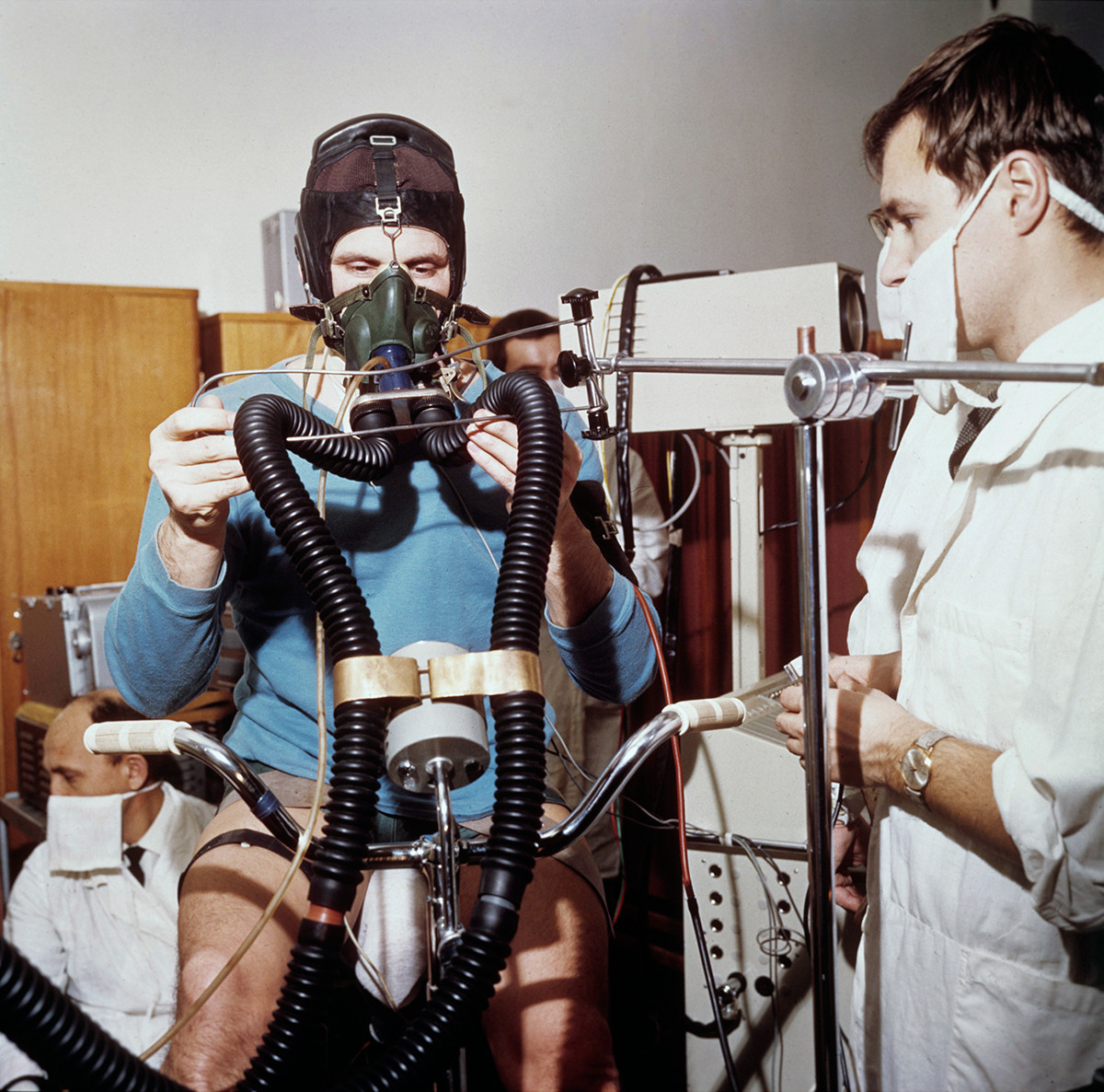 Test on the bicycle ergometer in 1968.