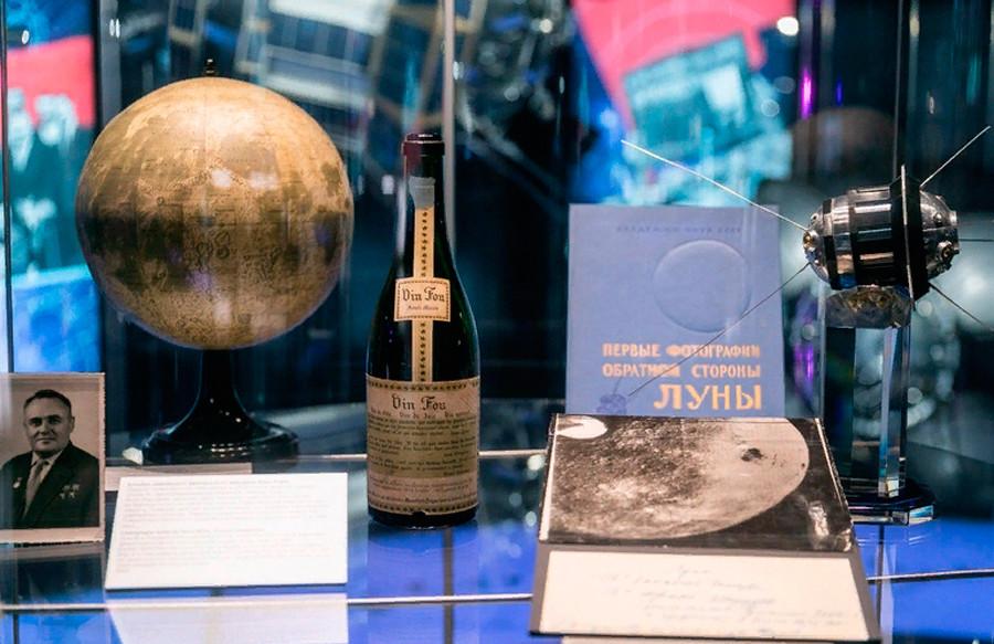 ソ連科学アカデミーにフランスから送られたシャンパンのボトル