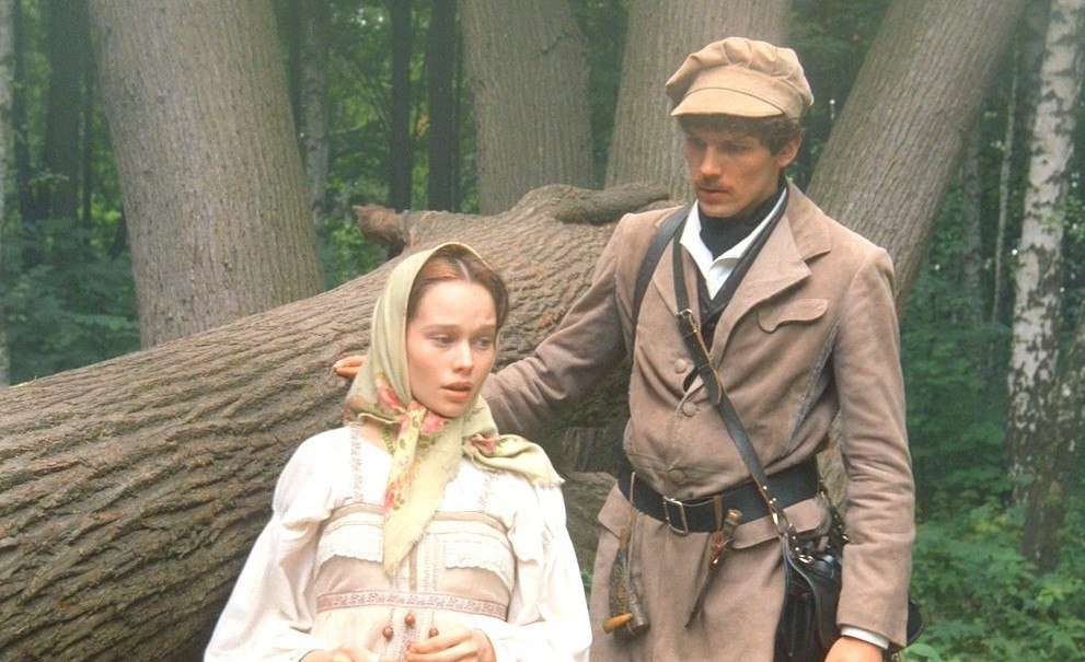 A still from 'The Aristocratic Peasant Girl' movie based on Pushkin's 'The Squire's Daughter'