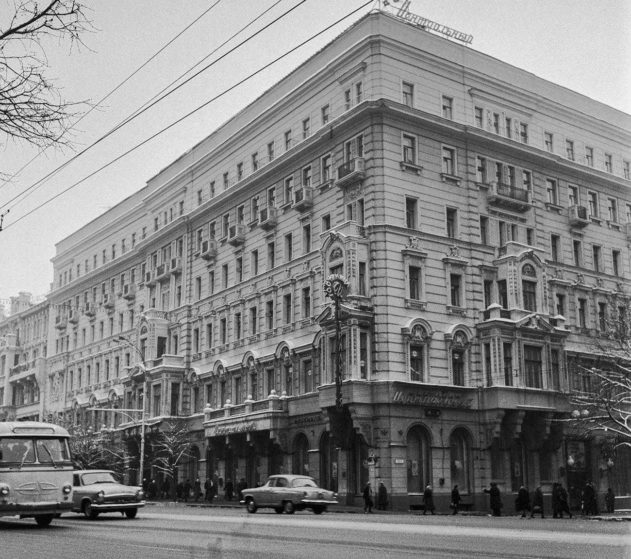 L'Hotel Centrale in via Gorkij (oggi Tverskaya)