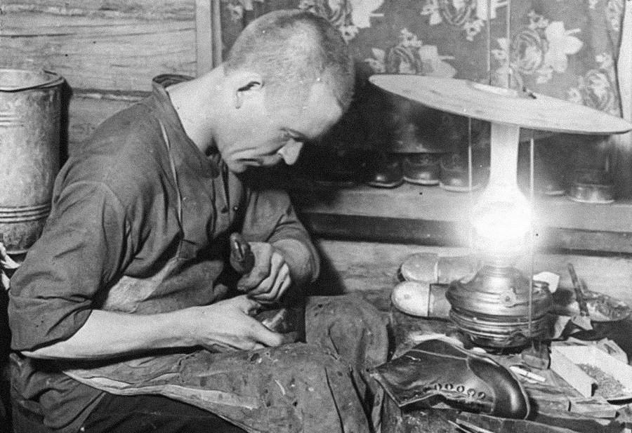 Ein Schuhmacher, 1930er Jahre