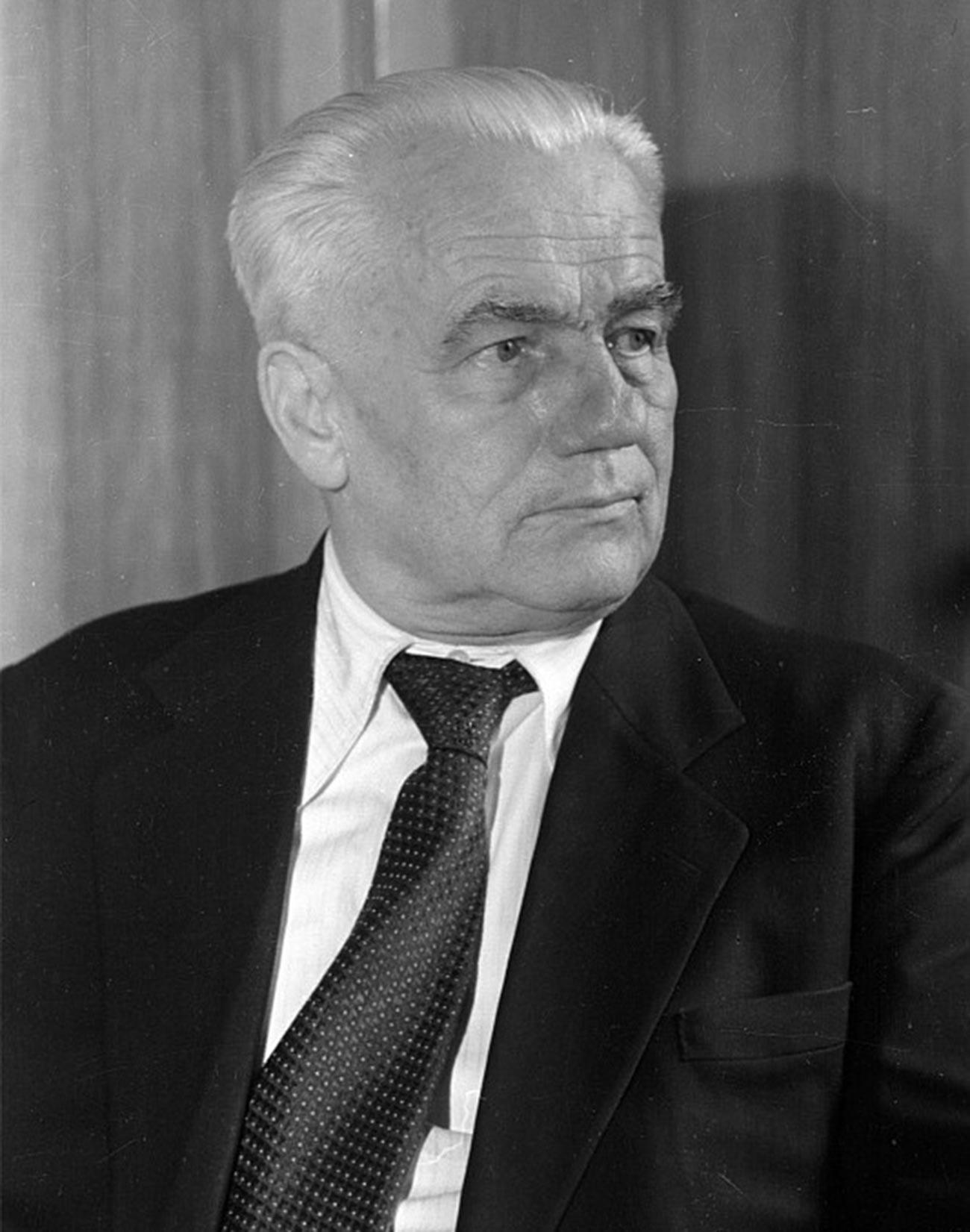 O hotel recebeu, entre outros, o então futuro primeiro presidente da República Democrática Alemã, Wilhelm Pieck.