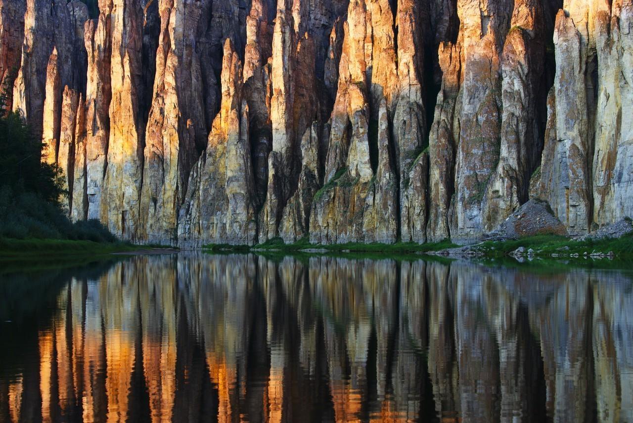 「歌う岩」、シーニャヤ川の石柱群、サハ共和国