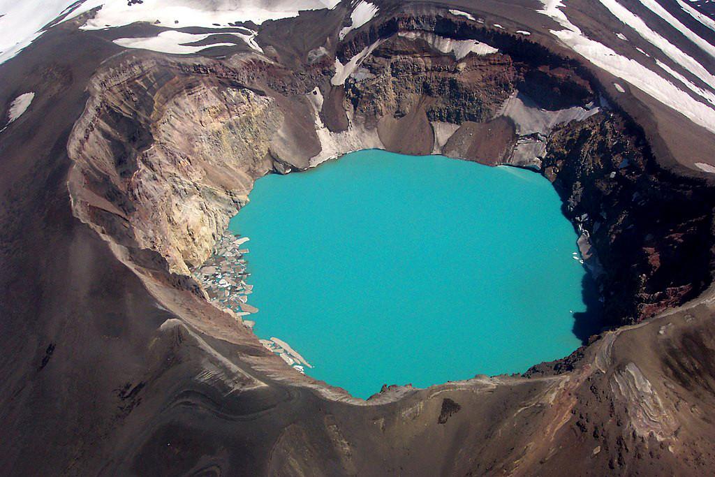 Езеро със сярна киселина в Камчатка
