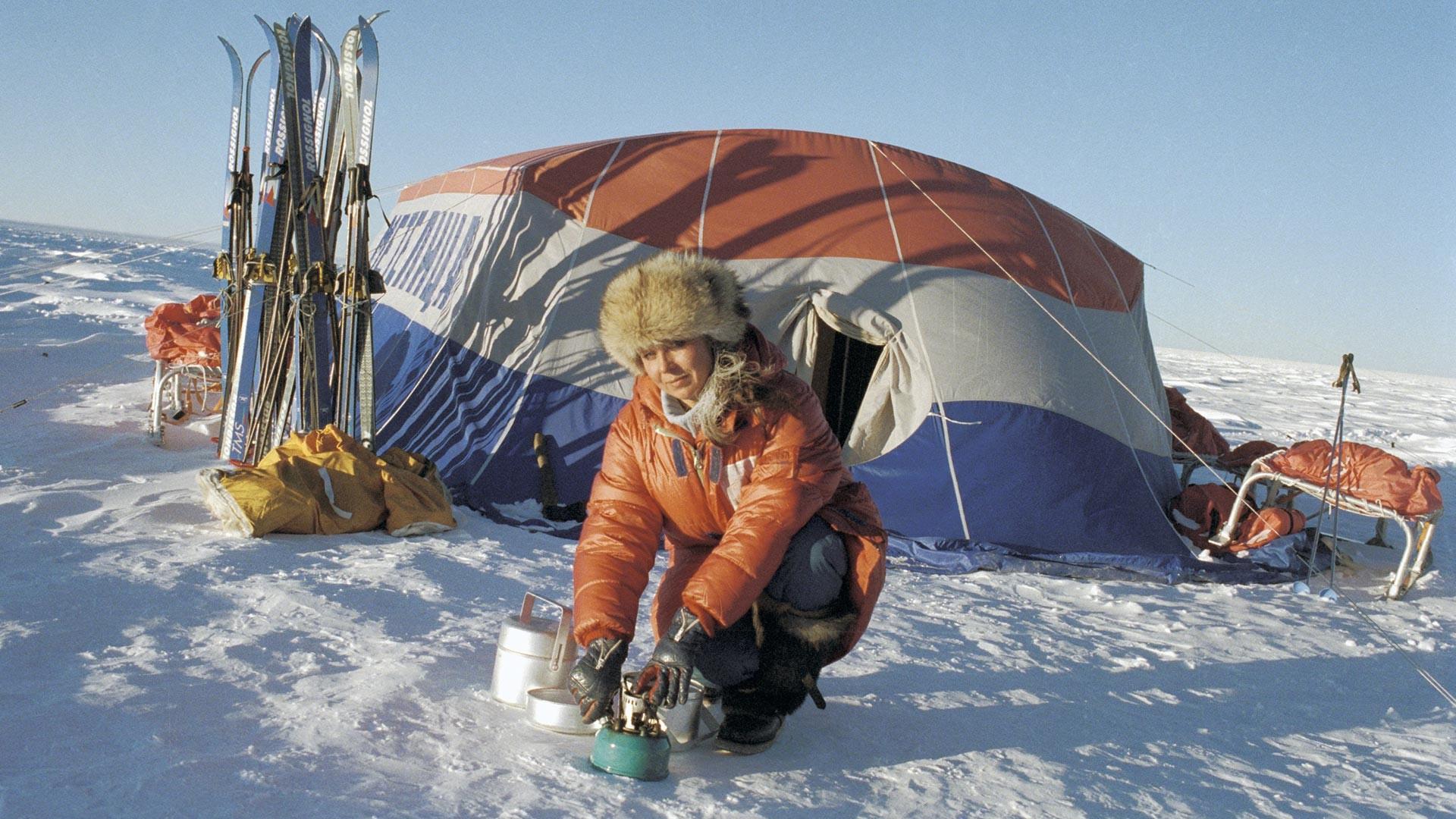 Una ragazza del team Metelitsa durante una spedizione