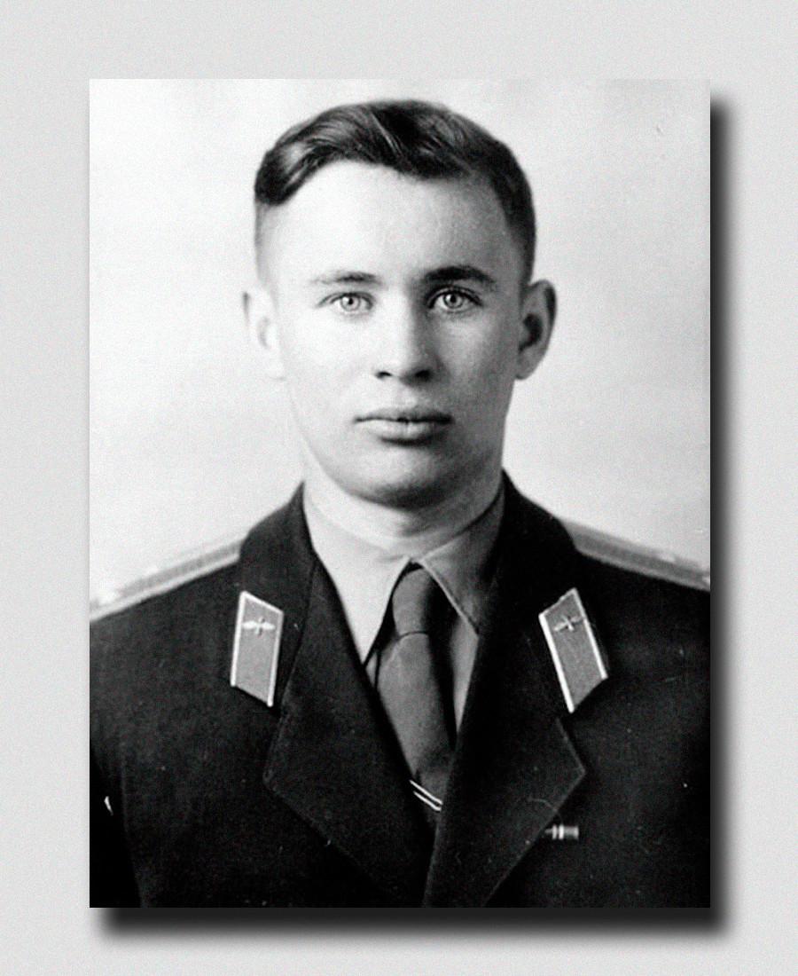 Valentin Bondarenko è stato selezionato per intraprendere la carriera di cosmonauta nel 1960