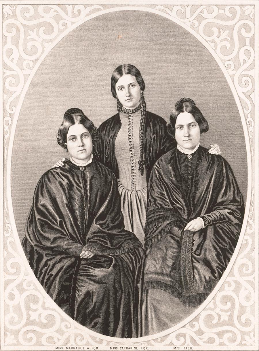 Le sorelle Fox. Da sinistra: Margaret, Catherine e Leah; nella metà del XIX secolo sostenevano di professare lo spiritismo. 1852