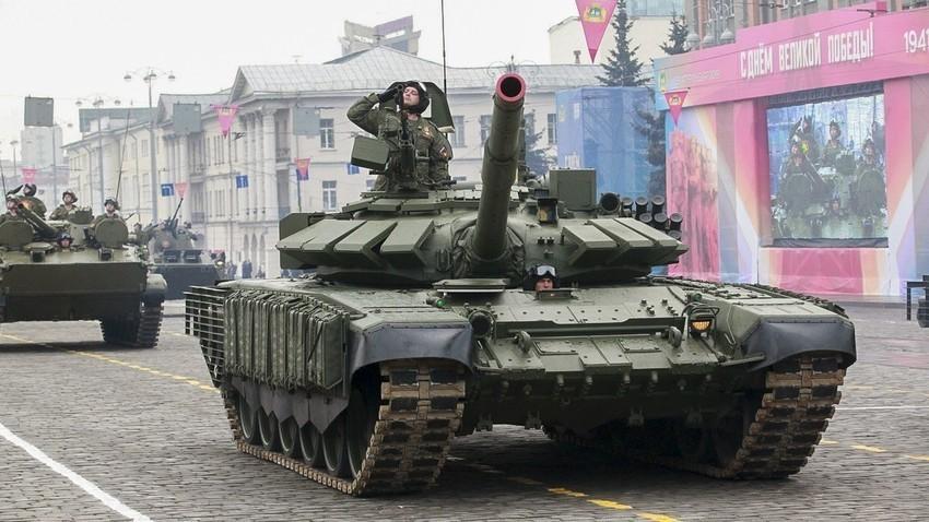 Модернизираният танк Т-72Б3М.