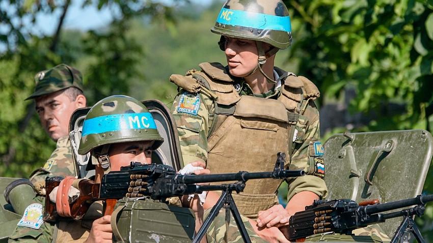 Руски миротворчески сили в дефилето Кодори (Абхазия)