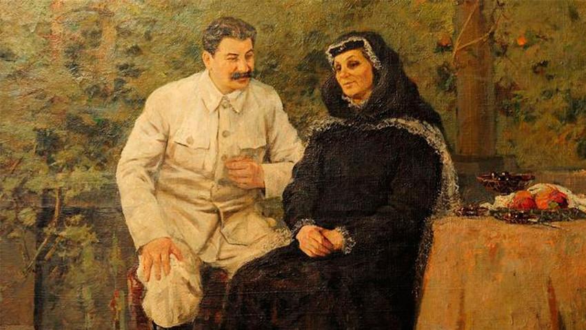 Јосиф Сталин со мајка си.