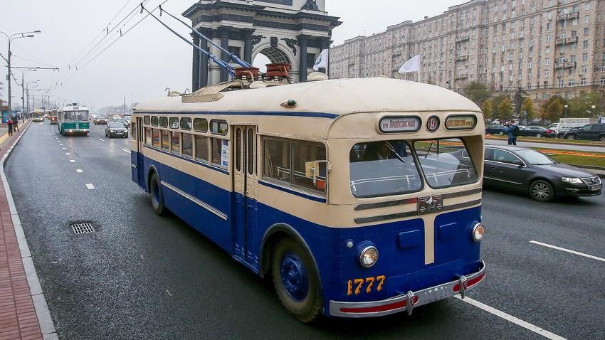 Il filobus MTB-82 per le strade di Mosca