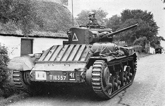 Tanque británico Valentine Mk I, mostrando unas orugas estrechas de Irlanda del Norte. 1941