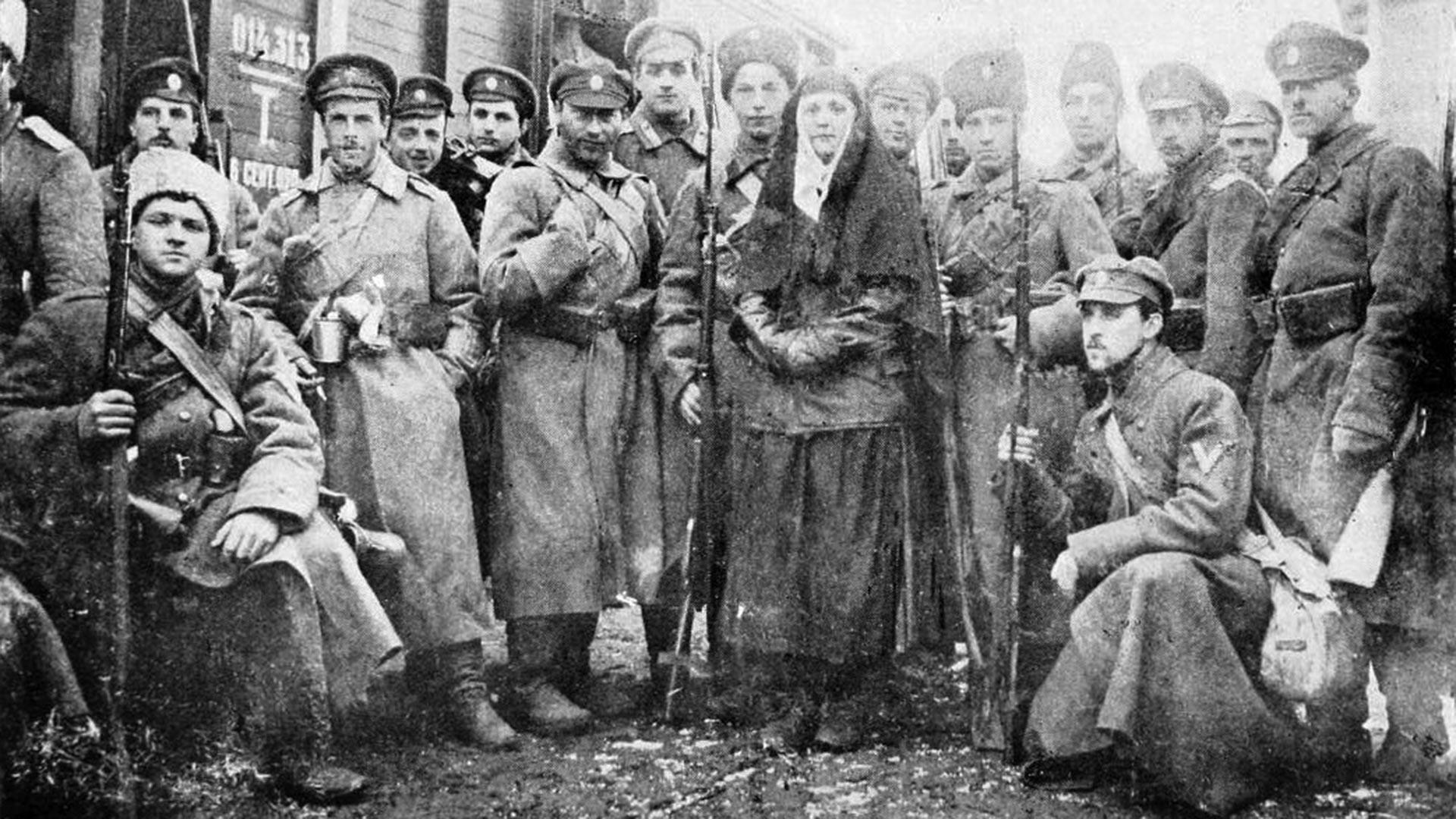Pješadijska četa Dobrovoljačke armije s gardijskim časnicima.