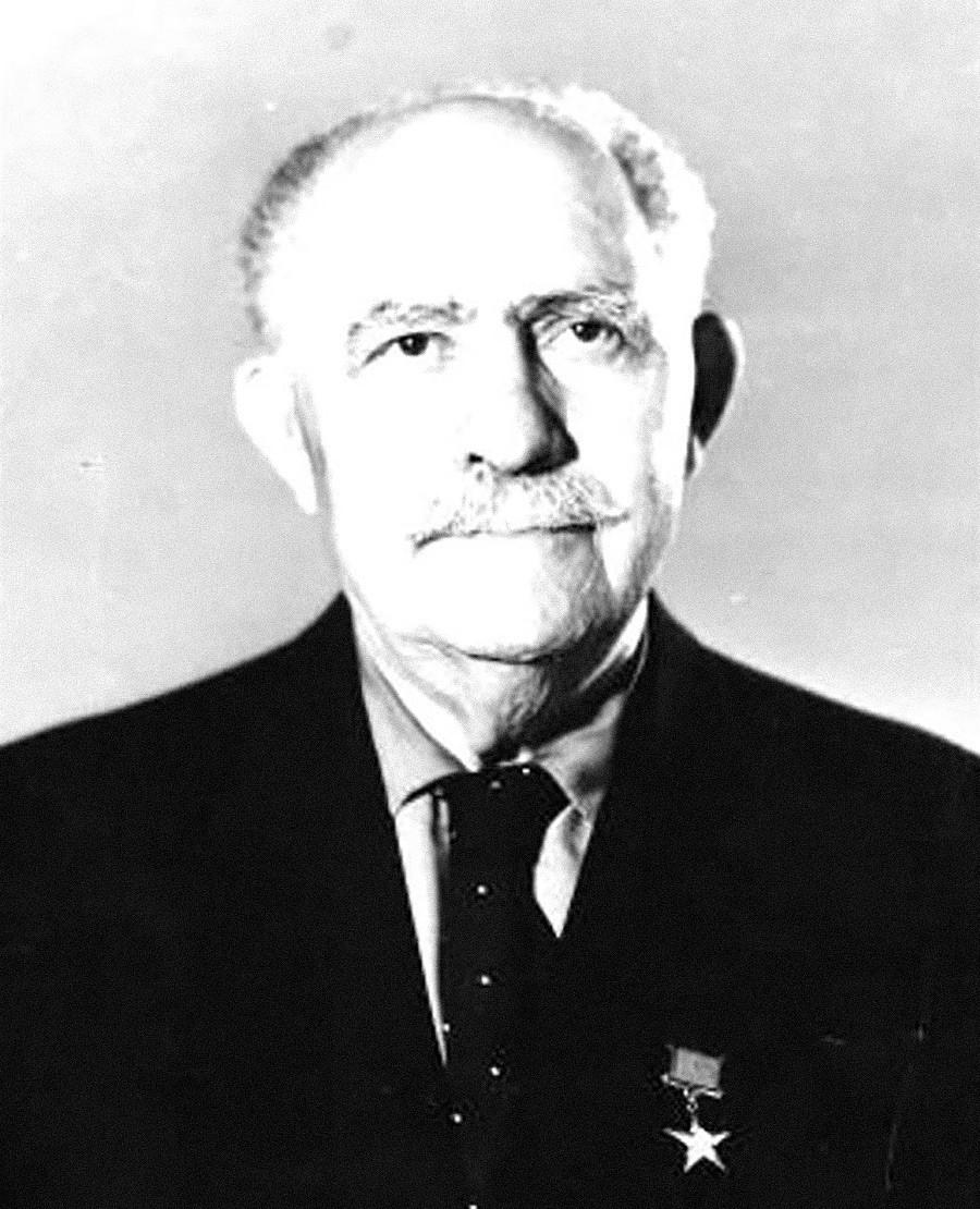 Лазарь Каганович на пенсии
