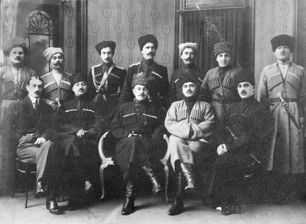 Líderes da República Montanhosa do Cáucaso do Norte, 1917-1920.