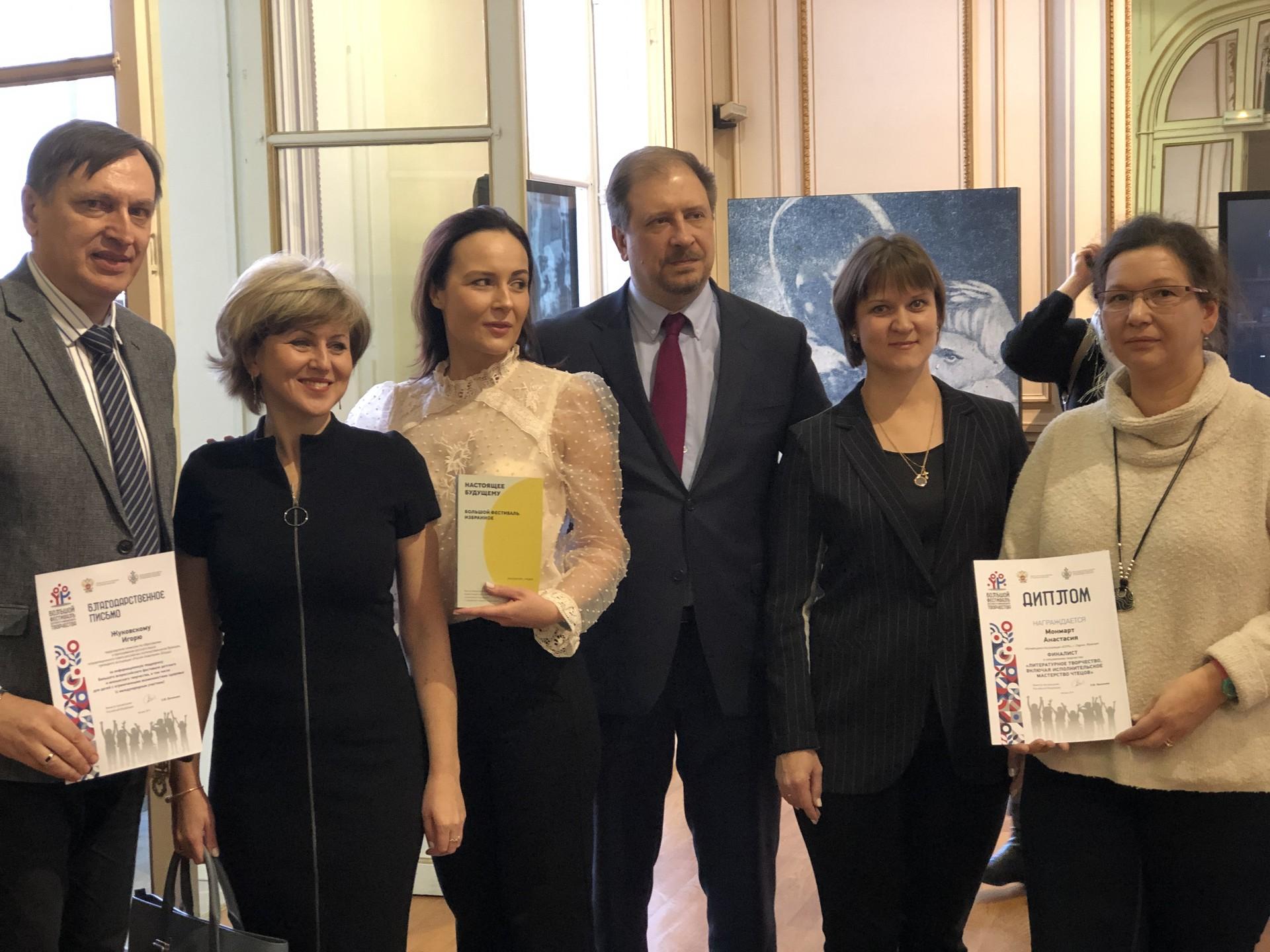 Igor Joukovski (Bordeaux), Oksana Gontcharova (Moscou), Anna Esparsa (Moscou), Konstantin Volkov (directeur du CRSC à Paris), Anna Gorina (Moscou) et Olga Montmartre-Lebedeva (Paris)