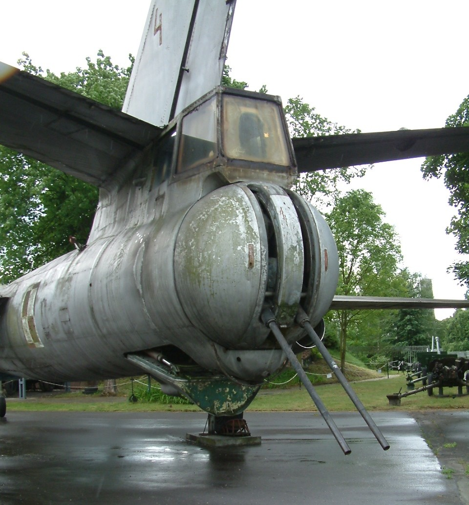 Torreta trasera de un IL-28 polaco conservado en el Museo del Armamento de Poznań (Polonia)