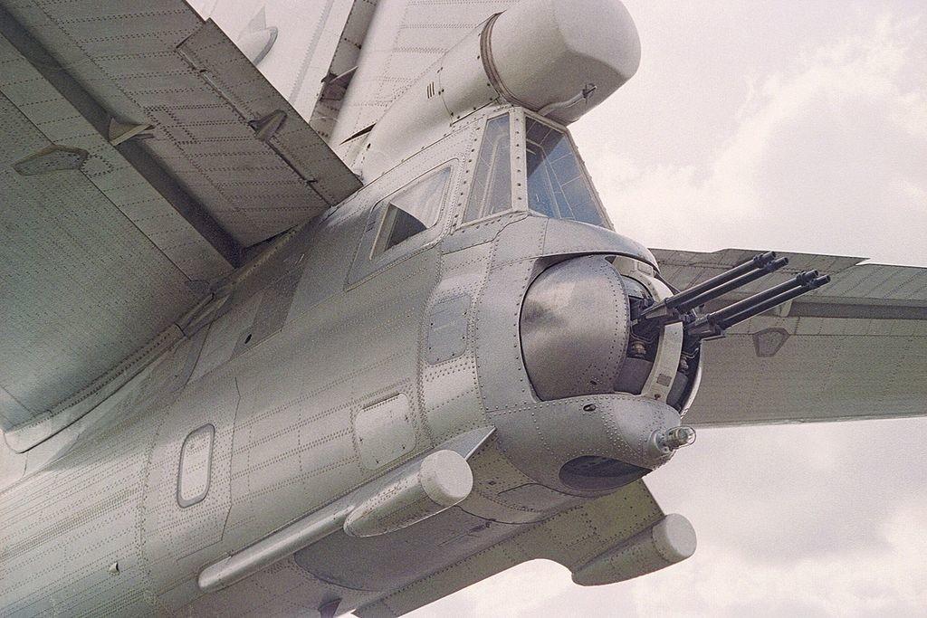 Cañones ametralladores de un Tu-95 estacionado en un aeropuerto británico. Julio de 1993.