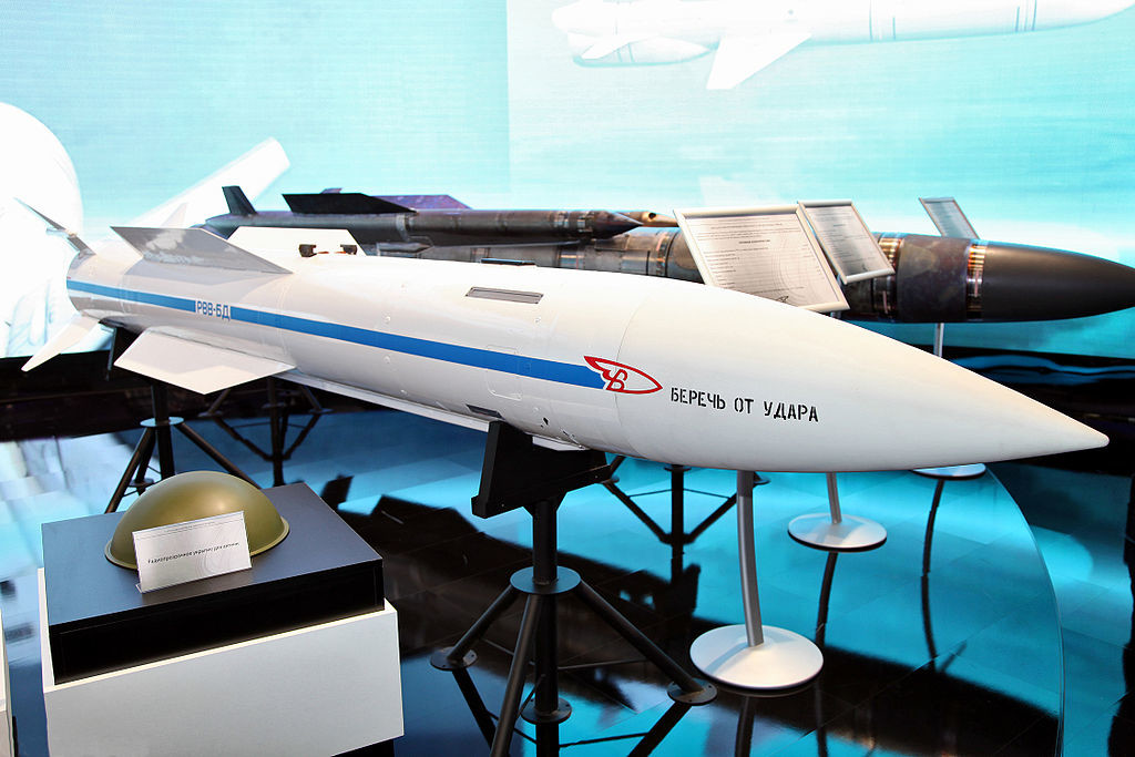 Raketa R-37 na izložbi letalskega sejma MAKS