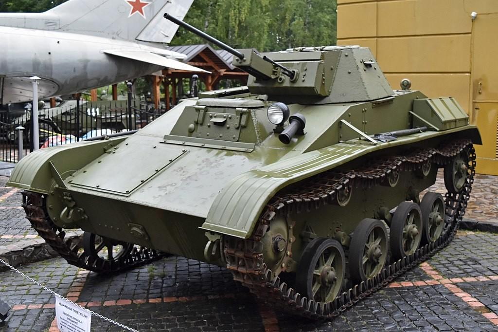 Tanque T-60 expuesto en el Museo Técnico de Vadim Zadorogni (Moscú)