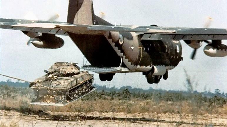 M551 Sheridan lanzado desde un C-130