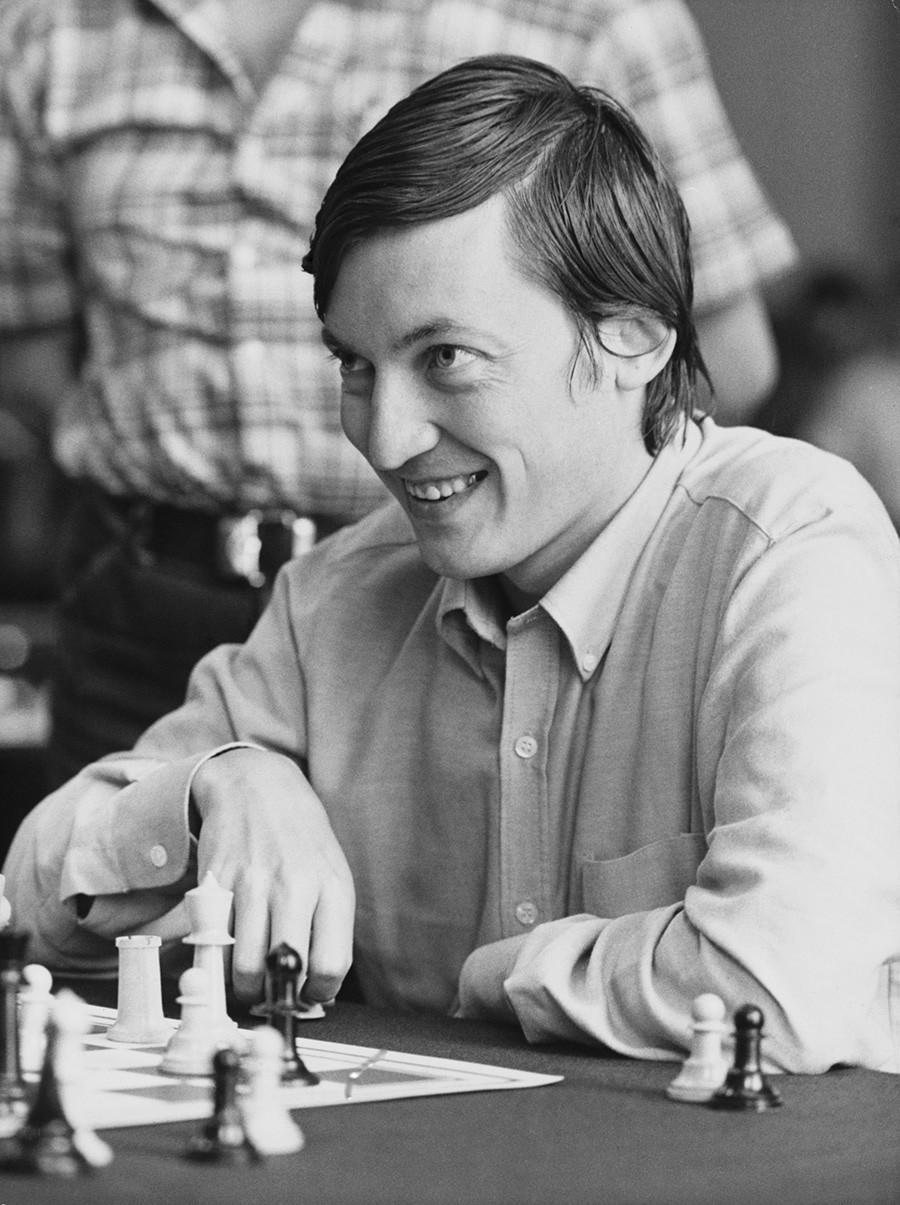 Anatóli Karpov durante campeonato europeu de xadrez