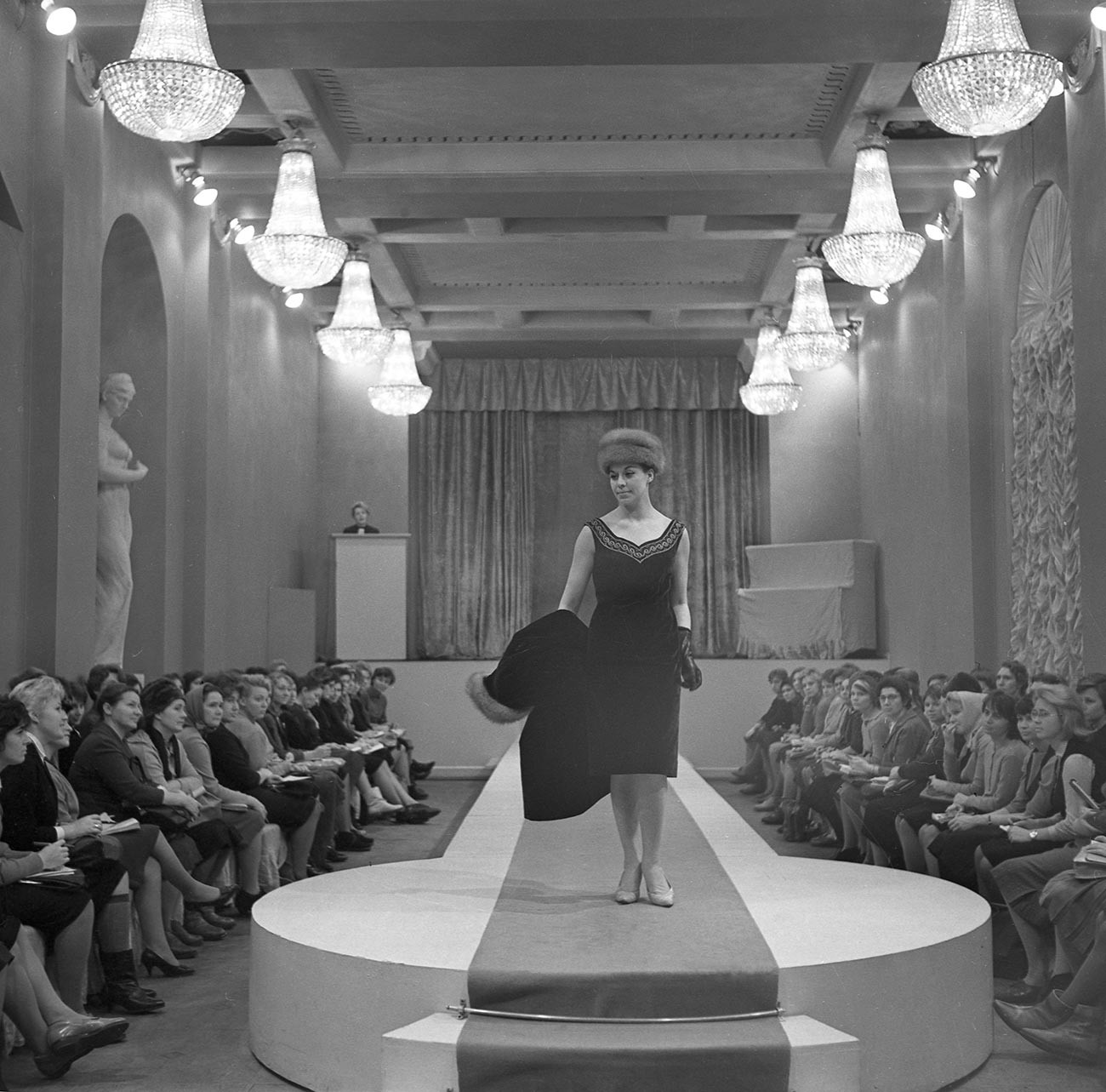 Leningrad House of Fashion Design (LDMO). Presentation of the new Spring 1965 collection.