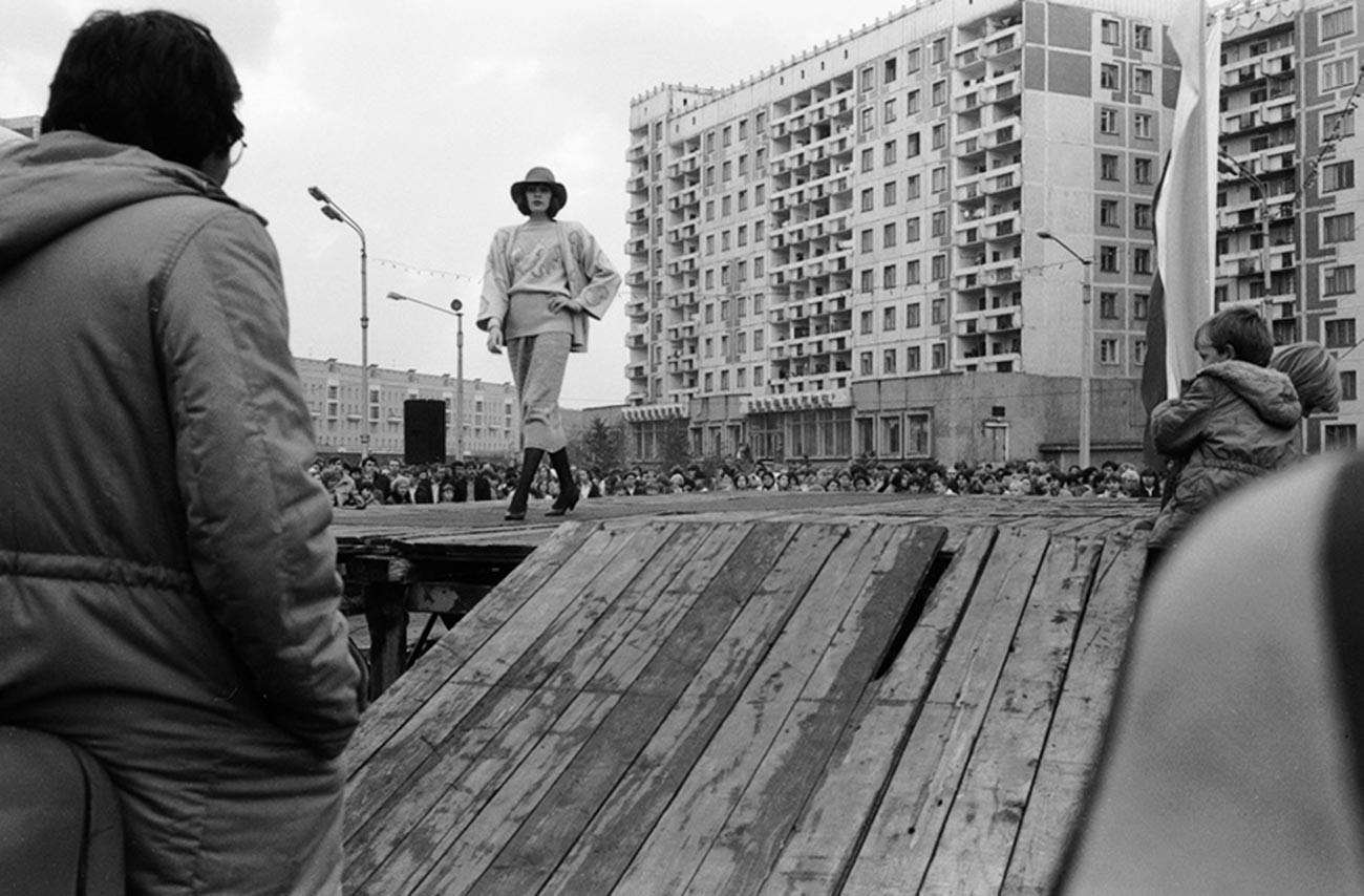 Presentation of a fashion collection outside prefabricated apartment blocks, Novokuznetsk, 1987.