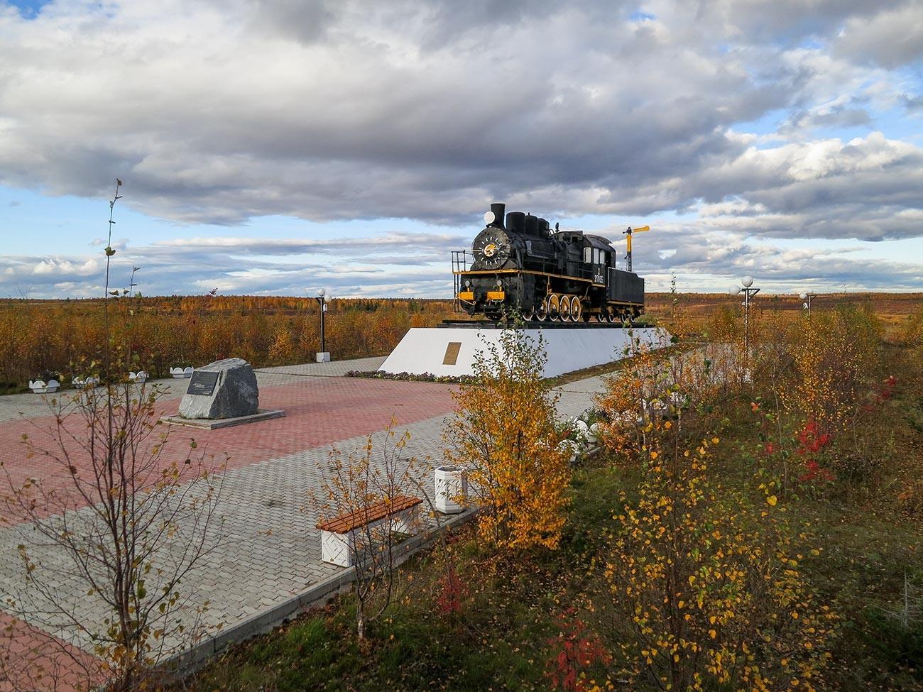 Memorial to builders of 501 Railroad