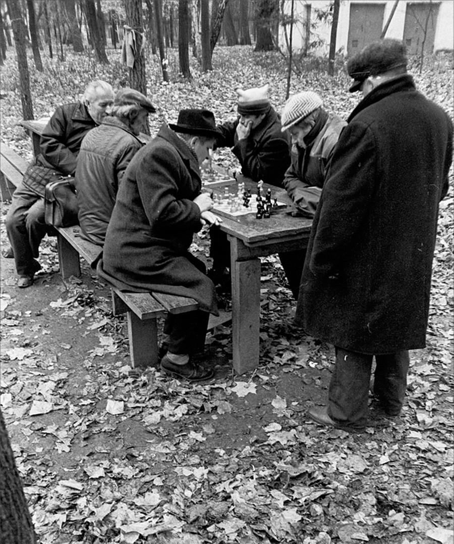 Los ajedrecistas en el Parque Gorki.