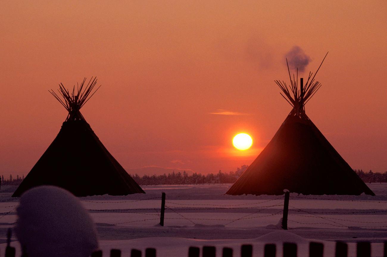 Rumah orang Nenets yang disebut chum.