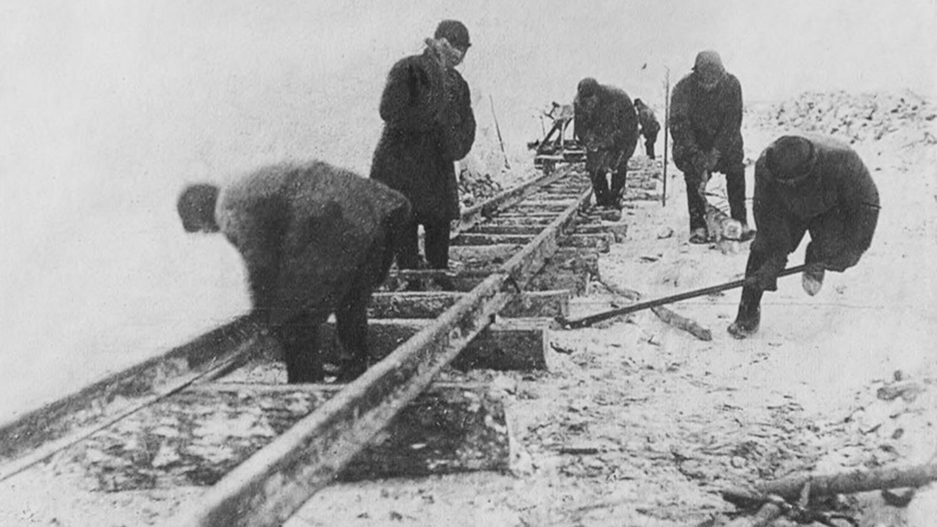 Construção da ferrovia